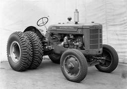 International ID-6 Diesel Tractor