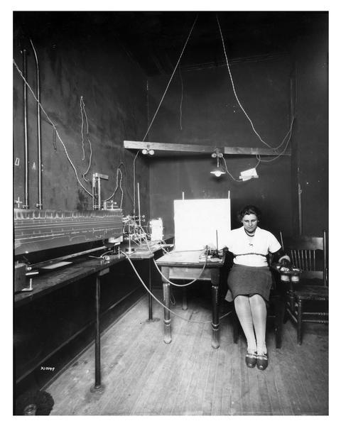 Professor Hull conducting an experiment at the Psychological laboratory of the University of Wisconsin.