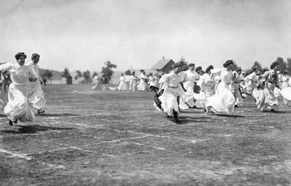 Women employees of Milwaukee Electric Railway & Light Co. (TMERL) competing a foot race at the third company outing.