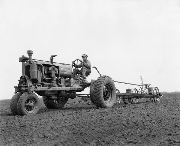Farmall F 30 : Planting corn with farmall f tractor and four row