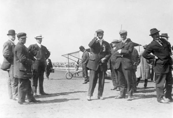 John Kaminski and his Curtiss pusher were scheduled to fly at the 1912 Wisconsin State Fairgrounds in Milwaukee, along with several other Curtiss aviators and Farnum Fish in his Wright Flyer.