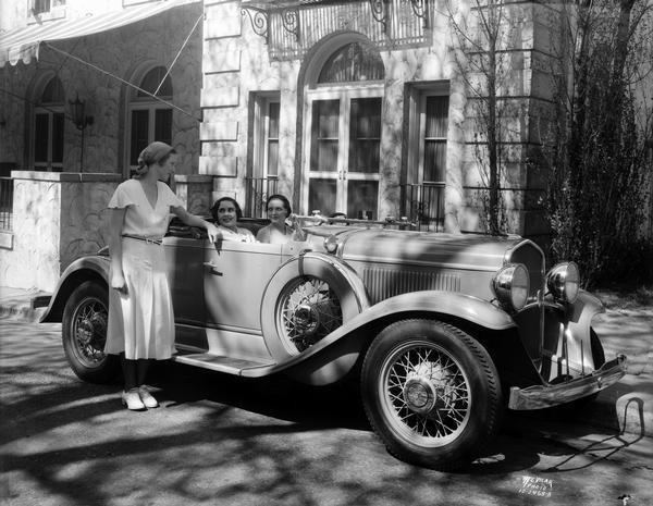 Three coeds in a new DeSoto Roadster in front of the Kappa Alpha Theta sorority, located at 237 Lakelawn Place.