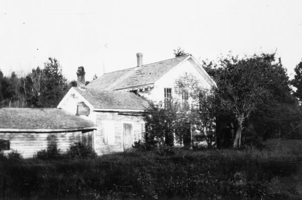 View of the E. Pike residence.  The owner is thought to have been a relative of Robinson D. Pike (1838-1905), a lumber merchant and the founder of Bayfield.