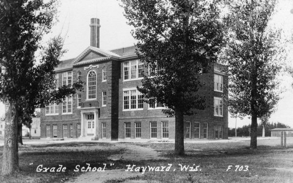 Front view of a public grade school.