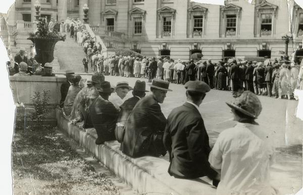 Mourners outside of the Wisconsin State Capitol lined up to view the body of Senator Robert M. La Follette, Sr.