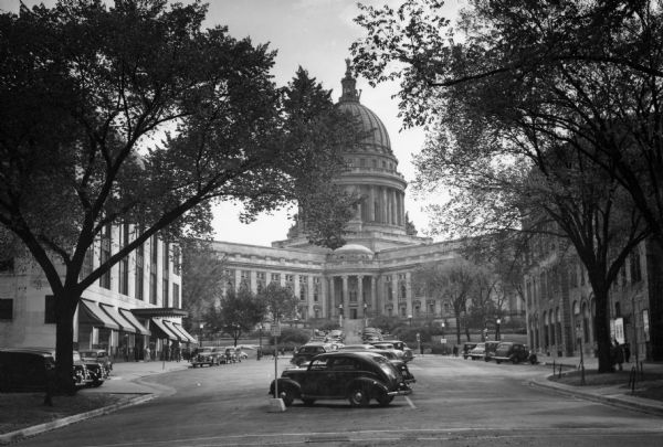 Exterior view of the Wisconsin State Capitol, with cars parked in front.