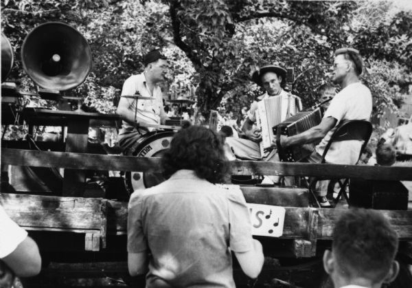 """The Harmonians"" performing at a picnic to raise money for striking Allis-Chalmers workers."