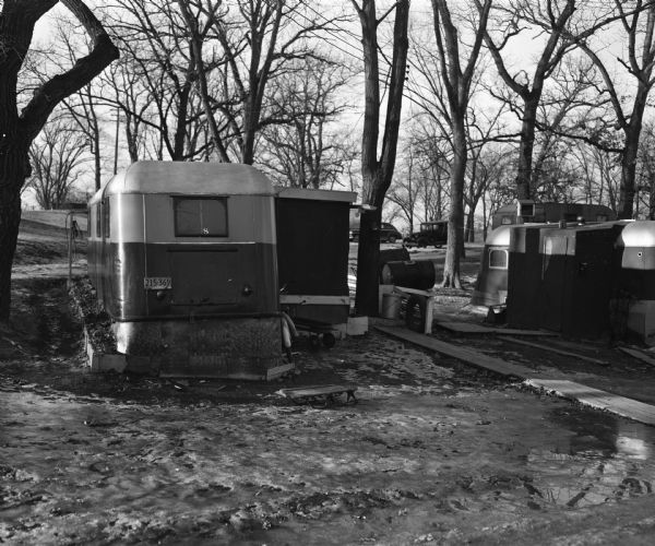 House trailers in the Olin Park trailer camp near Murphy's Creek (now Wingra Creek) entrance to Lake Monona, the site where two 2-year-old residents of the trailer camp drowned.