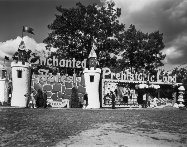 Entrance to Enchanted Forest and Prehistoric Land.