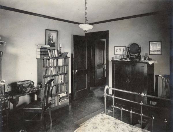 1010 Walker Court, Richard Lloyd Jonesu0027s Bedroom