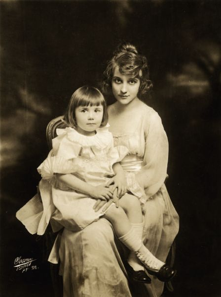 Actress Louise Huff and her small daughter Mary-Louise whose father was the actor and film director Edgar Jones.