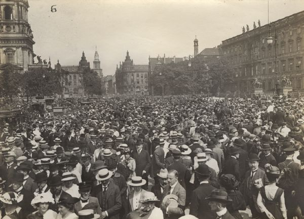 View of the crowd at the Royal Palace in Berlin on the first day of mobilization, August 2, 1914.