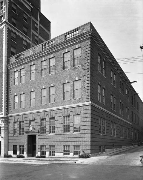 Exterior view of the Wisconsin Telephone Company, 17 South Fairchild Street.