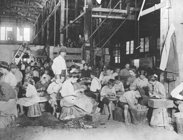 1800s social work History of settlement houses in the united states has led to the formation of united neighborhood centers of america, a federation of settlement houses around the country.