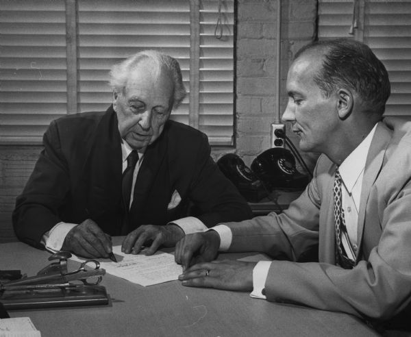 Frank Lloyd Wright and Madison Mayor Nestigen at the signing of a contract between the city of Madison and the Frank Lloyd Wright Foundation.