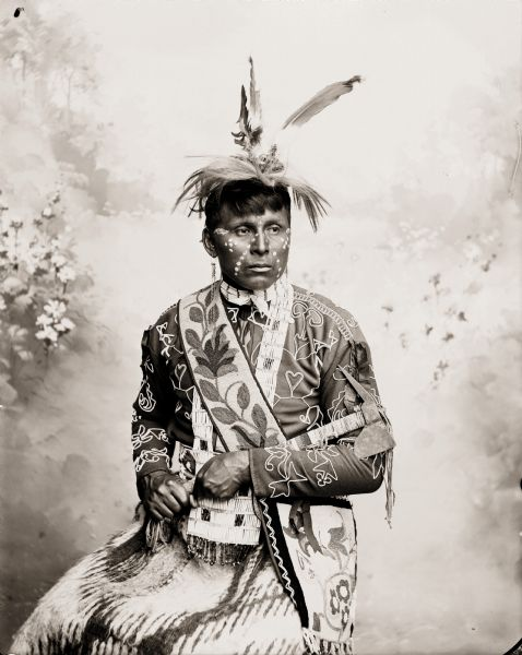 Posed portrait of Ho-Chunk man, Young Eagle, also called Chack-Scheb-Nee-Neik-Ah.