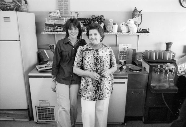 Portrait of Chana Bebczuk Comins and coworker at Bev's Cafe.