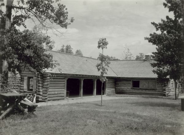 Exterior shot of a shelter house at Copper Falls State Park.